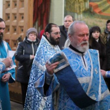В 28-ю неделю по Пятидесятнице, наместник монастыря иеромонах Антоний совершил Всенощное бдение и Божественную Литургию в Иверском соборе