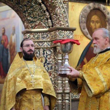 В праздник св. ап. Андрея Первозванного, иеромонах Антоний совершил Божественную Литургию