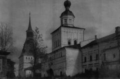 Михайловская церковь с Никоновской башней. Фото 1948 г.