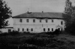 Больничный корпус с ц. Иакова Боровического. Фото 1989 г.