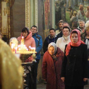 Воскресная Литургия в Иверском соборе