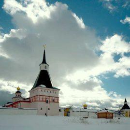 Монастырь зимой