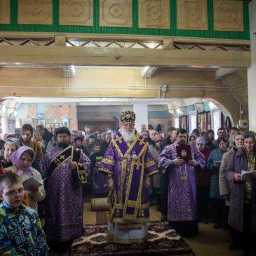 Митрополит Лев совершил Божественную литургию в поселке Демянск