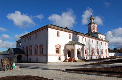 Митрополит Лев совершил утреню в храме сошествия Святого Духа в Иверском монастыре