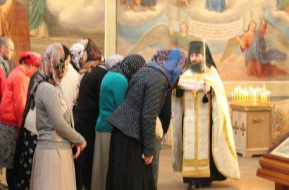 В Неделю святых отец I Вселенского собора, иеромонах Антоний совершил Божественную литургию