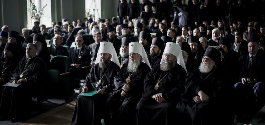 Епископы Новгородской митрополии приняли участие в юбилейных торжествах по случаю 70-летия возрождения СПбПДА