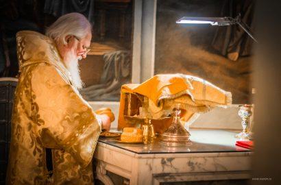 Митрополит Лев совершил Божественную литургию в праздник свт. Иоанна Златоустого