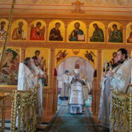 Литургия в Богоявленском храме
