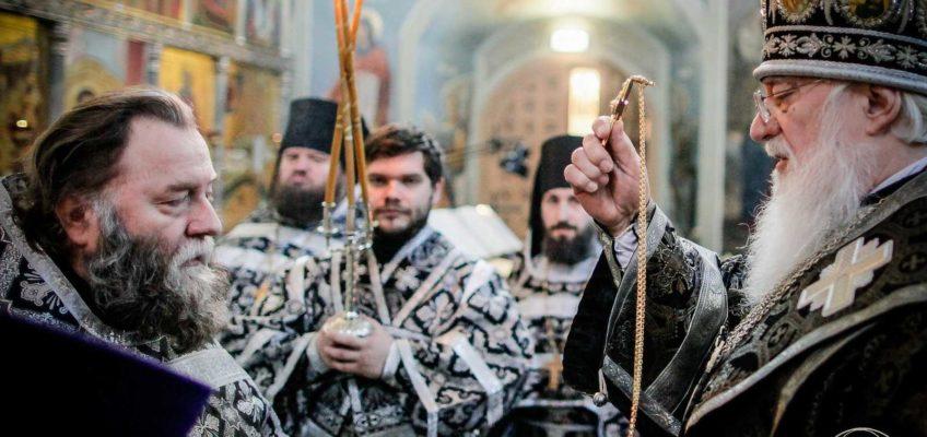 Митрополит Лев совершил заупокойное богослужение в Иверском монастыре