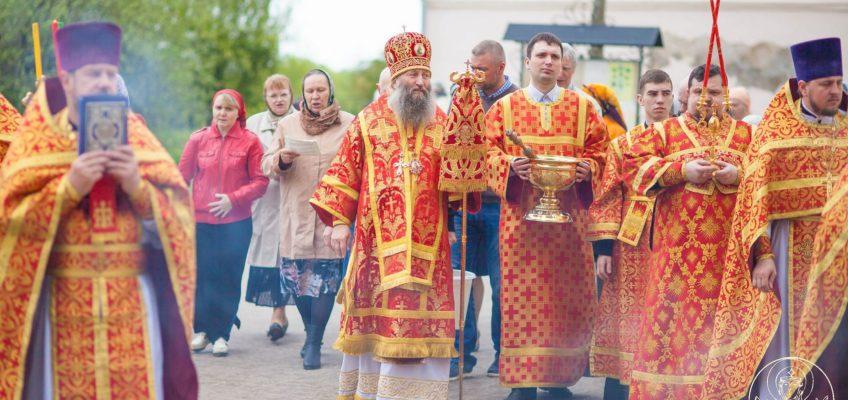 Епископ Приморской митрополии совершил Литургию в Покровском соборе