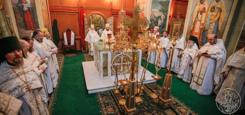 Митрополит Лев и епископ Борисоглебский и Бутурлиновский Сергий совершили Литургию в Иверском монастыре