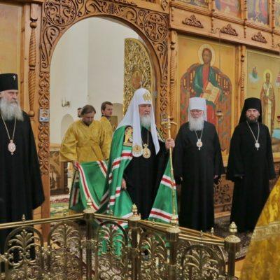 Патриарх Кирилл совершил Литургию в Николо-Вяжищском монастыре