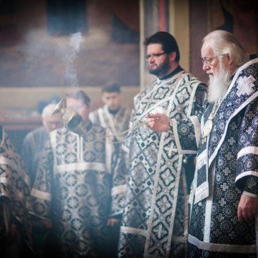 Митрополит Лев совершил Литургию и литию по погибшим в Кемерово в Иверском монастыре