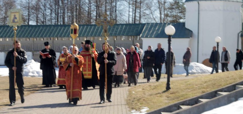 Пасхальная Литургия в соборном храме монастыря