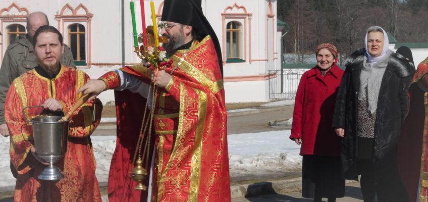 Пасхальная Литургия в храме новомучеников и исповедников Российских